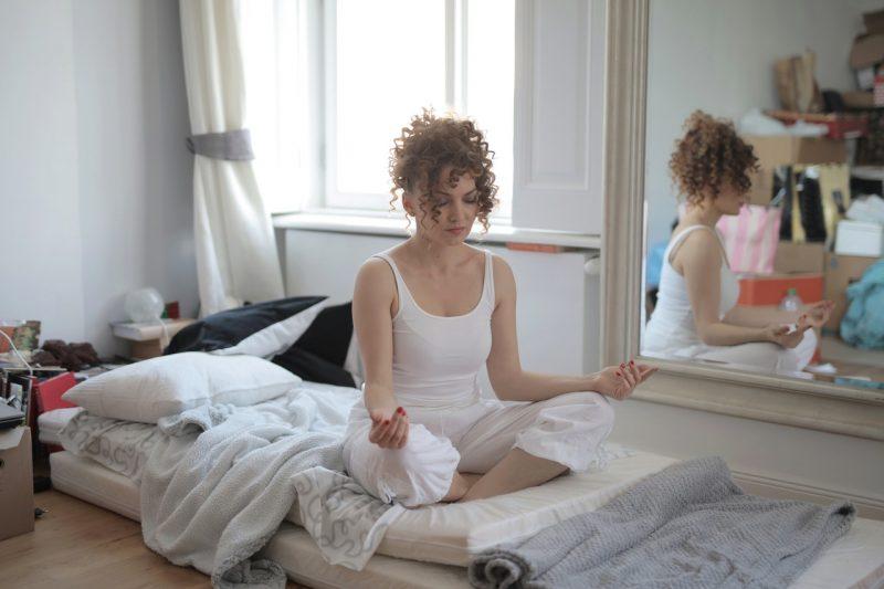 Buat apa meditasi? Tentu saja untuk mengenali perasaanmu