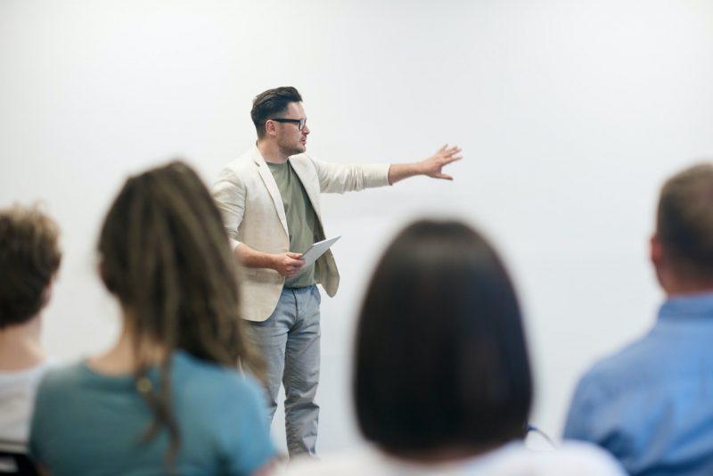 tips tampil percaya diri saat presentasi di kelas