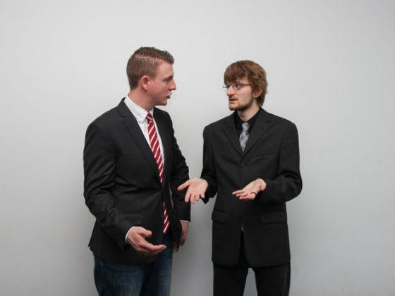 bertengkar dengan rekan kerja